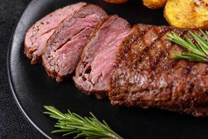 נתחי בשר בתנור